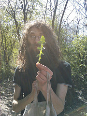 Rob from Funky Raw and some edible thistle